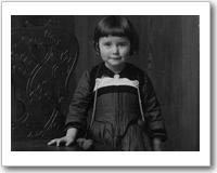 Lisa Della Casa mit vier Jahren