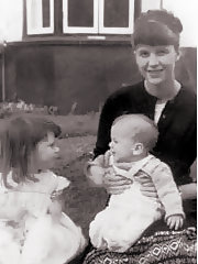 Sylvia Plath mit ihren Kindern