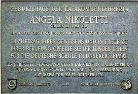 Gedenktafel am Geburtshaus von Angela Nikoletti